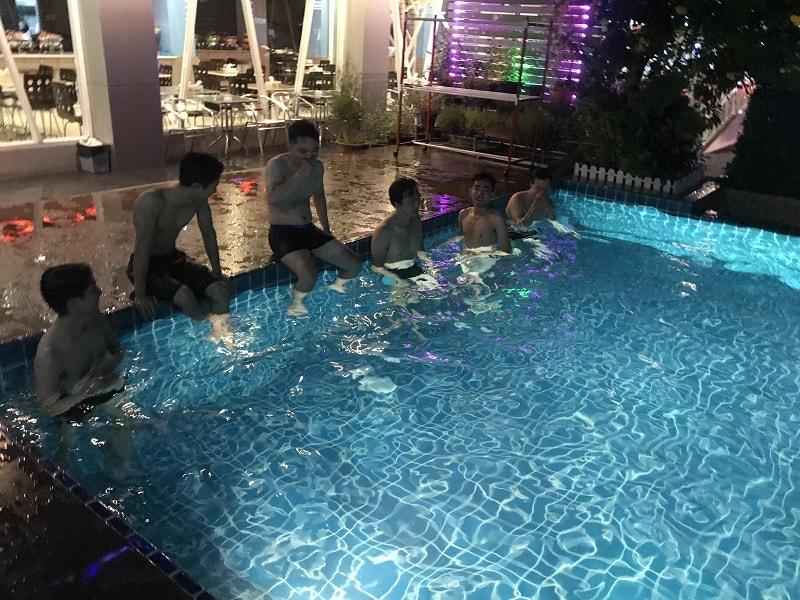 hồ bơi ở khách sạn pattaya